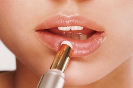 Những mẹo nhỏ dễ thực hiện ở nhà để đôi môi luôn quyến rũ