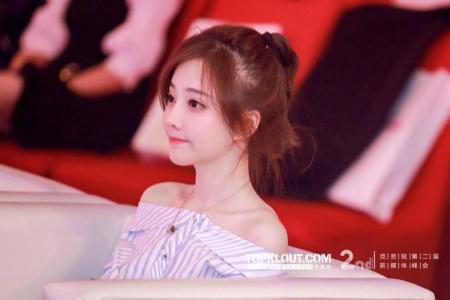 """3 Hotgirl Trung Quốc làm """"điên đảo"""" cộng đồng mạng Việt Nam"""