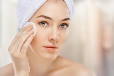 5 lưu ý quan trọng khi sử dụng sữa rửa mặt cho da mụn hoặc da nhạy cảm