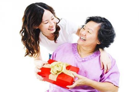 Tư vấn tặng quà 20-10 cho mẹ, mẹ chồng, mẹ vợ khiến họ nhớ mãi